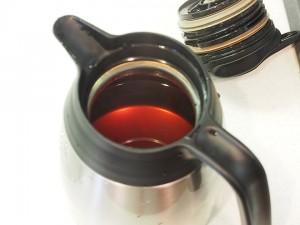 ポットに紅茶を作る